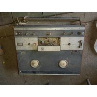 Катушечный магнитофон Снежеть-203 на зап.части, работоспособность неизвестна.