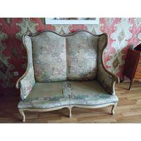 Антикварный диван, чиппендейль стиль.30-ые годы прошлого столетия. Орех,гобеленовая ткань Все родное.