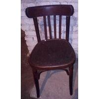 Старый стул под реставрацию.