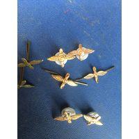 4 складские  эмблемы  советских  ВВС-разные  по  креплению и золотистости-одним  ЛОТОМ!