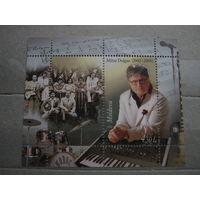 Марка - Молдова, блок - известные люди, музыкальные инструменты, часы