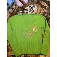 Зеленый свитер.